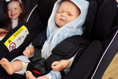 BeSafe iZi Transfer - nosidełko ma rozwiązać problem transferu śpiacego dziecka z fotelika do gondoli