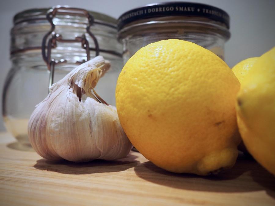 syrop z miodem, czosnkiem i cytryną