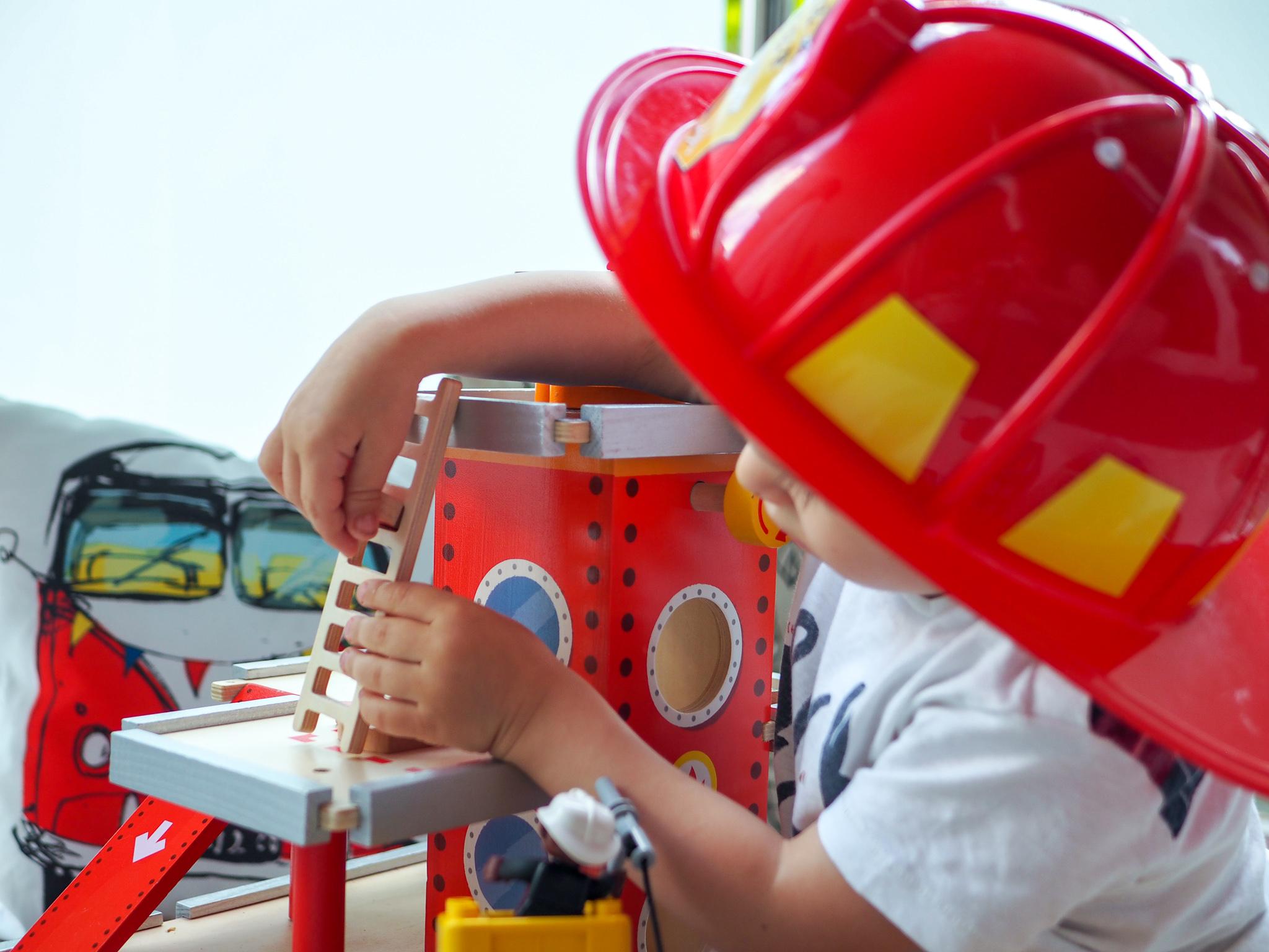 prezent dla małego strażaka