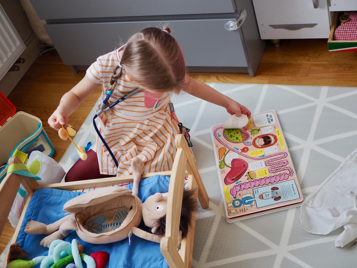 dziecko boi się lekarza dentysty zabawki erwin sigikid mali odkrywcy