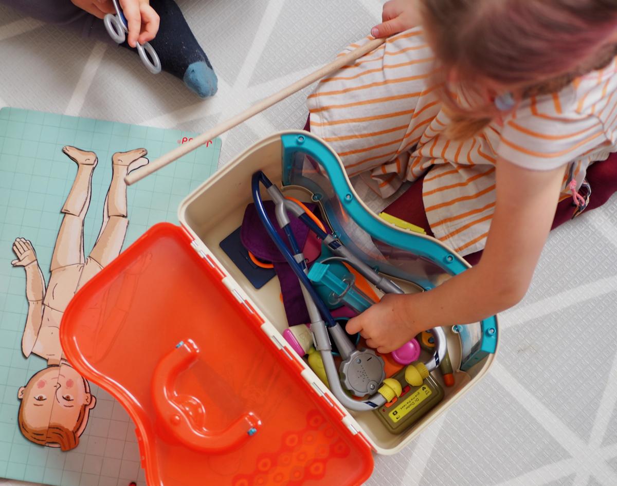 dziecko boi się lekarza dentysty zabawki zestaw lekarz b.toys