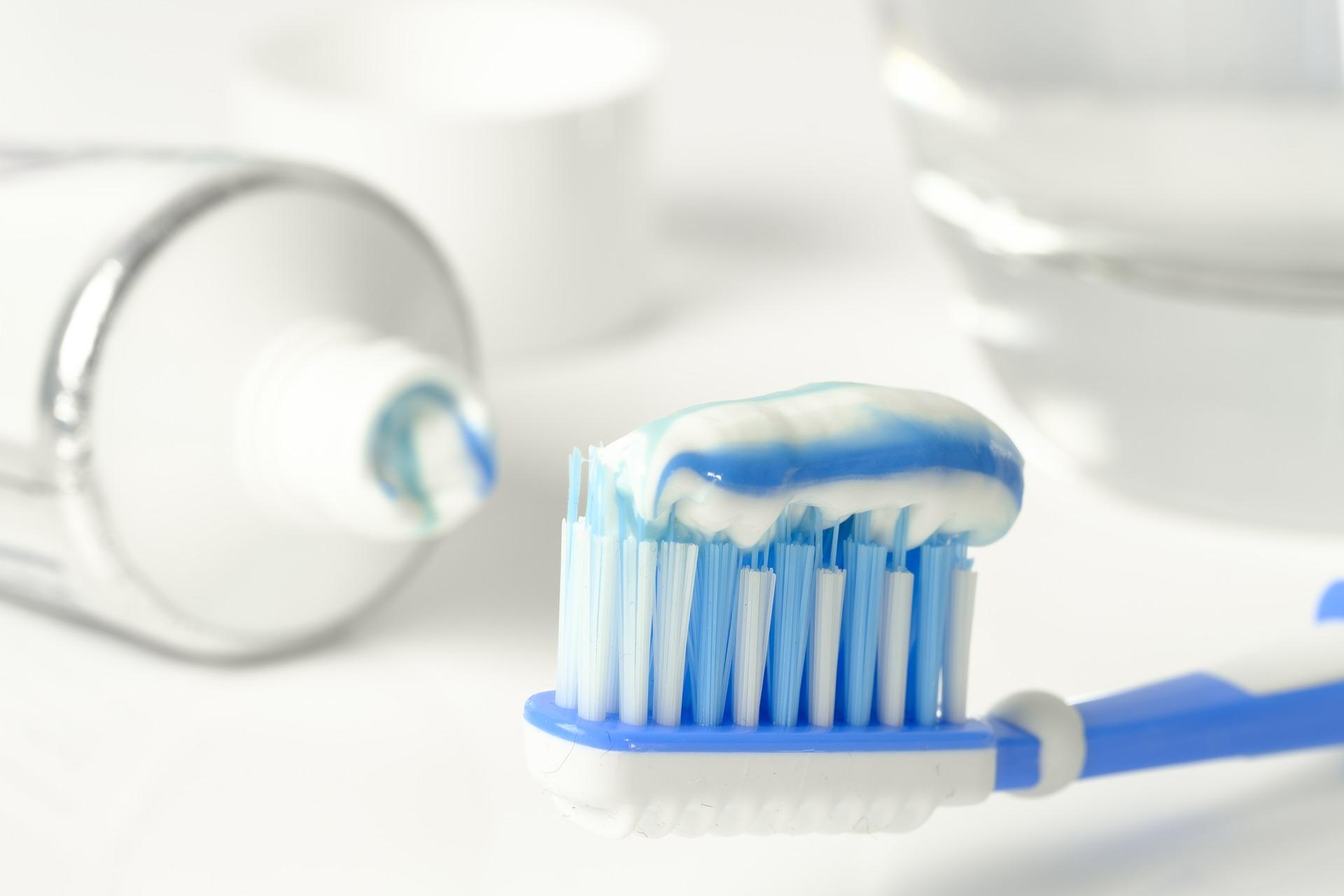 ząb stały ortodonta aparat dentysta
