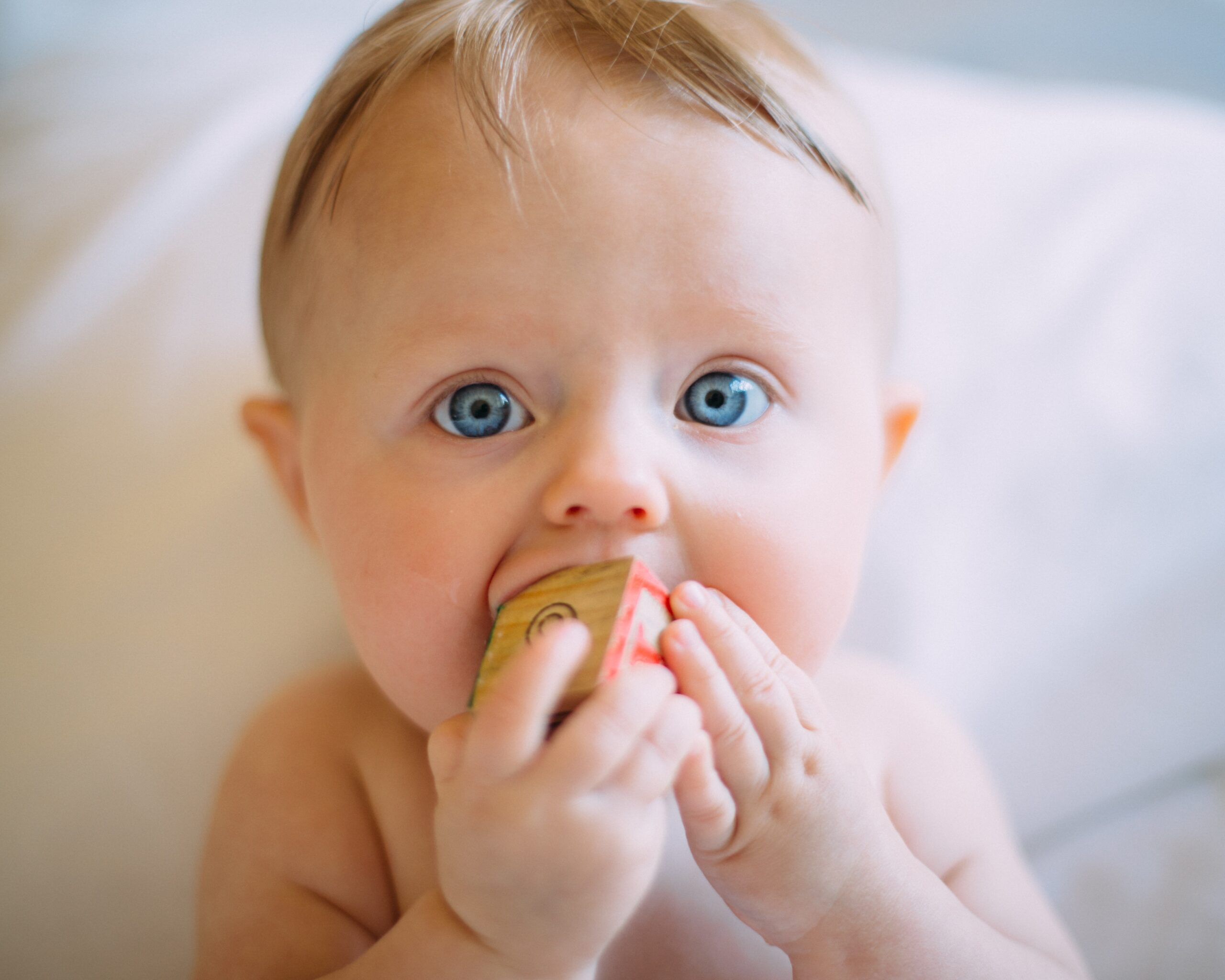 sposoby na bolesne ząbkowanie, kiedy pojawiają się mleczaki