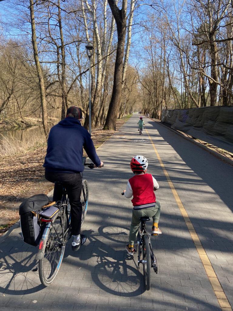 wycieczka rowerowa z dzieckiem warszawa konstancin gotowe trasy woom kubikes batavus