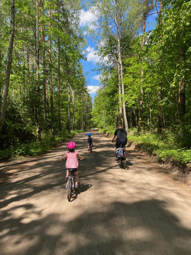 wycieczka rowerowa z dzieckiem warszawa gotowe trasy woom kubikes batavus